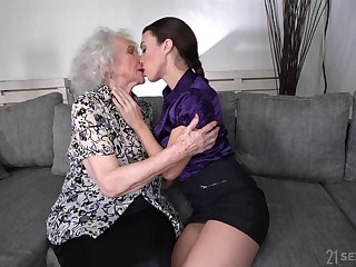 Young lesbian Tiffany Generalized is Hyperbolic sports jargon pulverize pussy of in favour looking granny